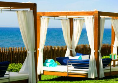 Four-poster-beach-beds1
