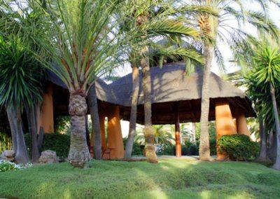 Garden-bar-at-Don-Carlos-Marbella1