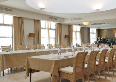 Group dining at Vincci Estrella del Mar