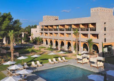 Vincci Hotel and pool