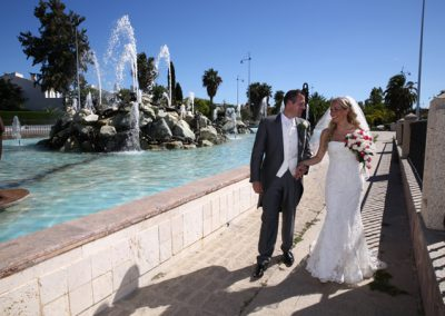 Bride-and-groom-at-fountains-in-San-Pedro