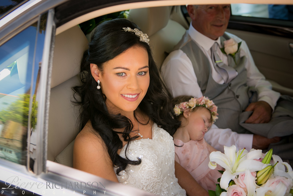 Bride-arriving-in-car-at-her-wedding