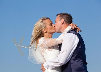 A kiss in the blue sky - weddings in Spain
